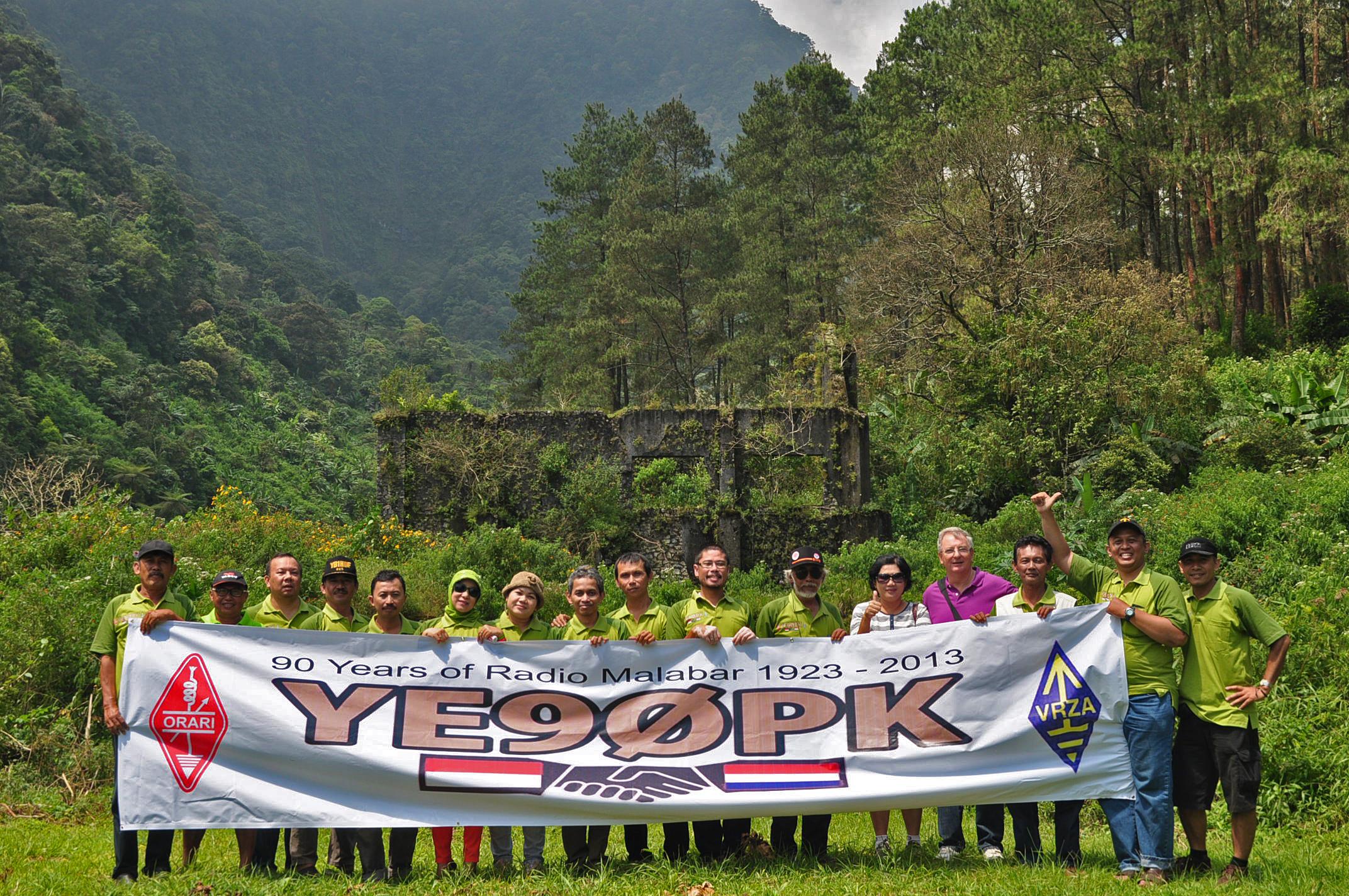 lnr YB1HK, Hendra-YC1GOF, Anwar Haryono-YE1NZ, Iwan-YB1HDF, Asep-YC1PEF, Arief-YB1JYL, Jilly-YD1NAA, Ira-YF1CRR, Roosdiarto-YB1KIZ, Asep-YF1AR, Budi Santoso-YC1DML,